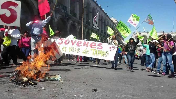 """Movilizan Fuerzas Armadas para controlar protestas contra proyecto """"Tía María"""""""