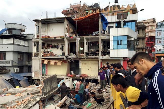 Terremoto de 7.4 sacude a la devastada Nepal