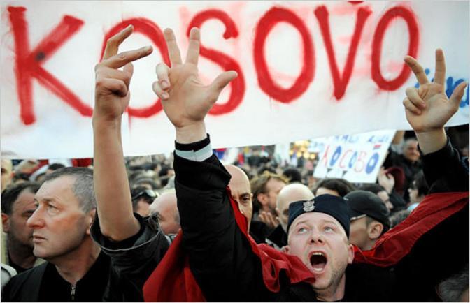 Protestas en Kosovo enfrentan a policias y oposición