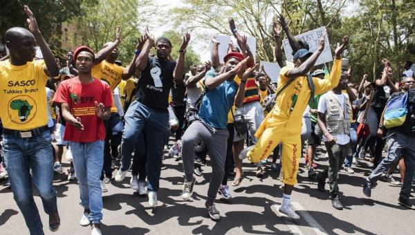 Tensión en Sudáfrica tras posible alza de matrículas universitarias