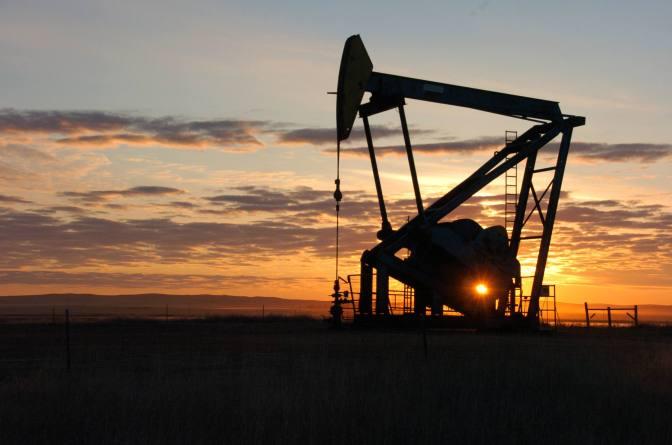 Irán considera 'una broma' la propuesta de congelar producción de petróleo