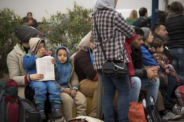 Miles de inmigrantes, atrapados en Grecia tras nuevas restricciones de vecinos