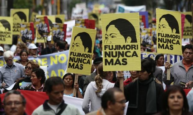Multitudinaria marcha en Lima contra la postulación de Keiko Fujimori