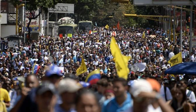 La UE urge a Venezuela a abandonar violencia y respetar orden constitucional