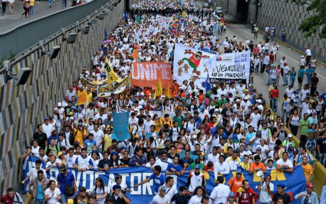 Venezuela: La potente explosión que dejó 7 militares heridos en Caracas