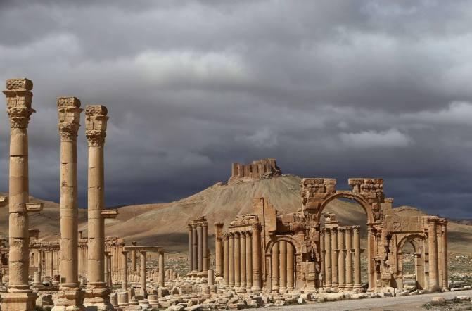 Las autoridades sirias afirman que EI ha vuelto a dañar antigüedades en Palmira