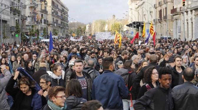 Una multitudinaria manifestación exige en Barcelona poder acoger a refugiados