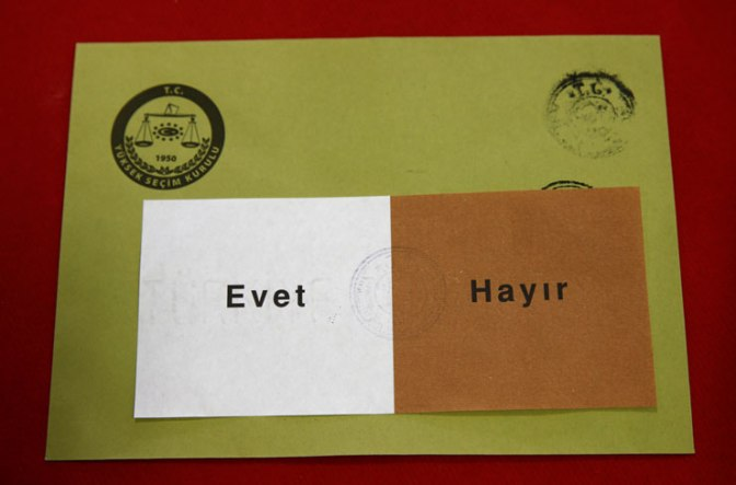 La autoridad electoral turca rechaza recursos contra el referéndum