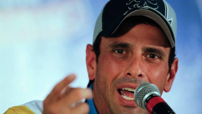 Capriles denuncia que retienen su pasaporte en el aeropuerto de Caracas