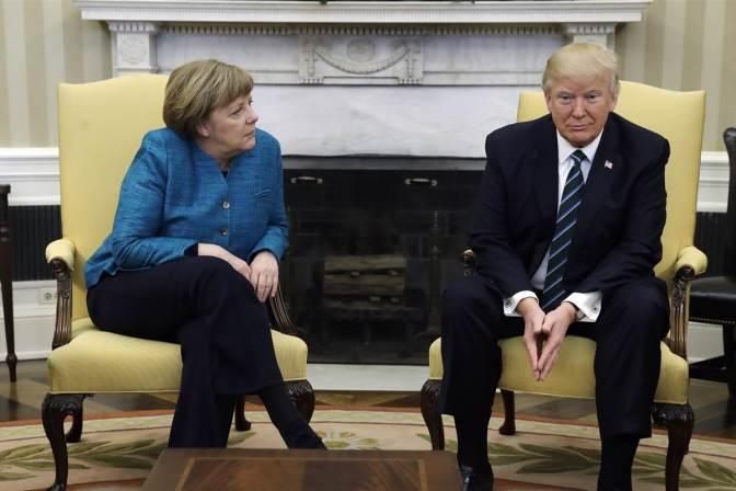 """La Casa Blanca dice que relación de Trump con Merkel es """"impresionante"""""""