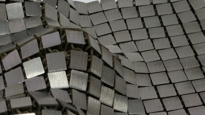 Un ingeniero de la NASA crea un tejido metálico que se fabrica y usa en el espacio