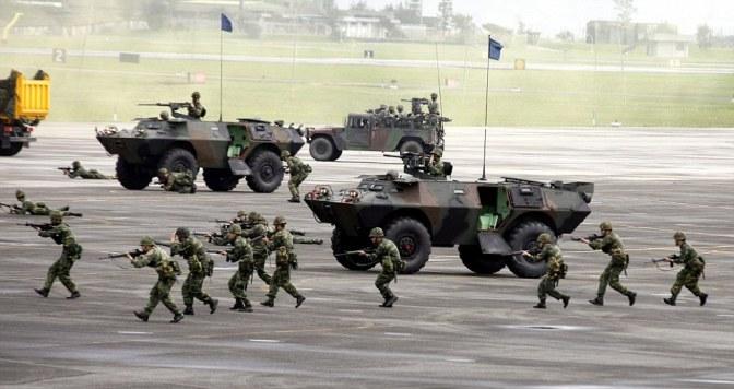 Taiwán inicia maniobras con fuego real en un momento de tensiones con China