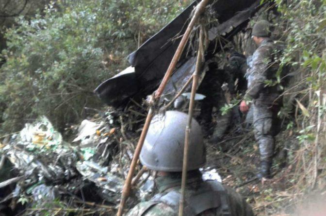 Rescatan cuerpos de las ocho víctimas de accidente de avioneta en Colombia
