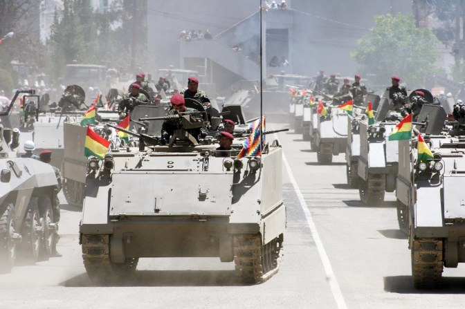 Gobierno de Bolivia movilizó militares a la frontera con Chile