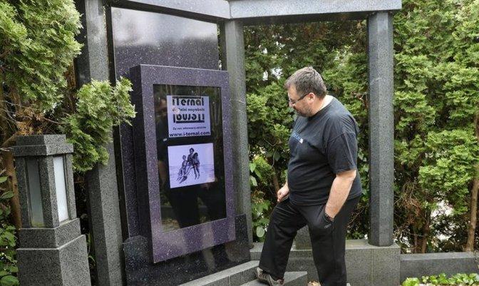 """Una lápida digital para conectar con el """"más allá"""" virtual de los difuntos"""