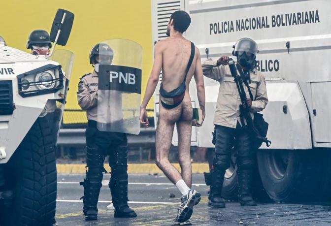 """El Gobierno venezolano dice que el uso de la fuerza en las protestas es """"legal y proporcional"""""""