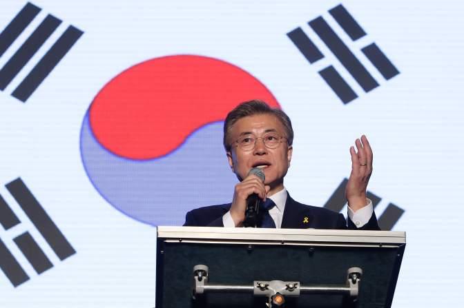 Moon Jae-in inició su mandato de cinco años como presidente