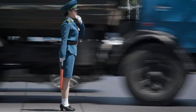 Corea del Norte: La verdad que se oculta detrás de 'las señoritas del tráfico' de Pyongyang