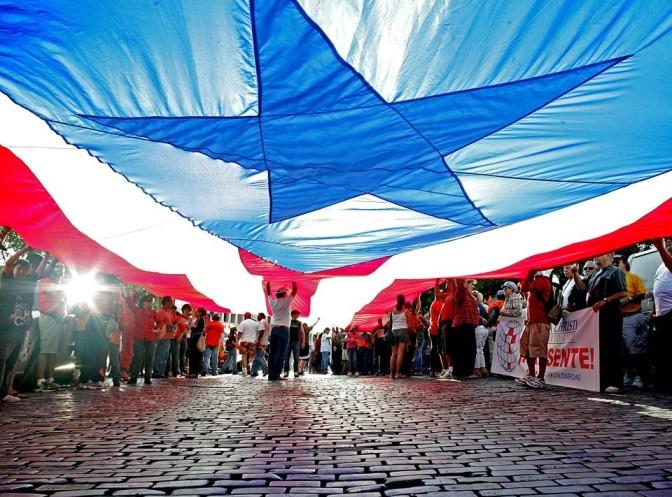 Puerto Rico, una isla en bancarrota, acude a un plebiscito para buscar su identidad
