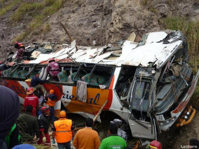 Catorce muertos y 26 heridos en accidente de autobus en Ecuador