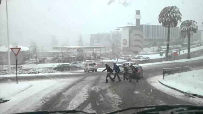 Nevada provoca masivo corte de electricidad en Santiago