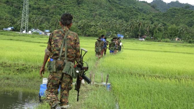 Al menos 72 muertos en ataques de rebeldes rohinyás en Birmania