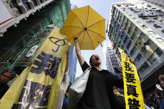 """Condenados a prisión tres líderes de la """"Revolución de los paraguas"""" de Hong Kong"""