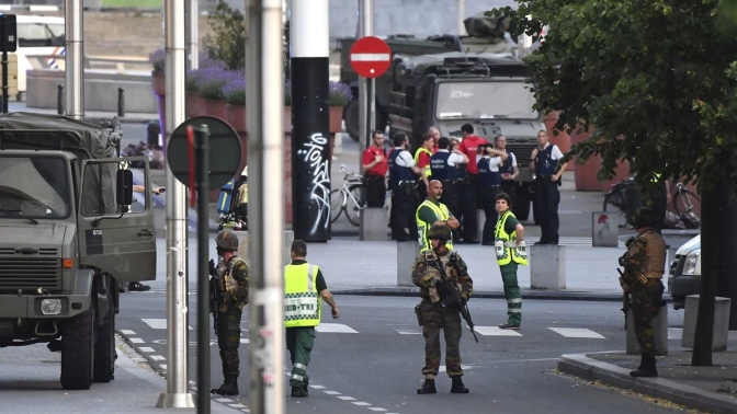 Un hombre es abatido por la policía belga después de atacar a dos soldados