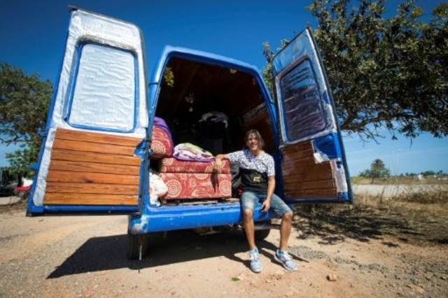 Abarrotada de turistas, Ibiza se queda sin casas para su población
