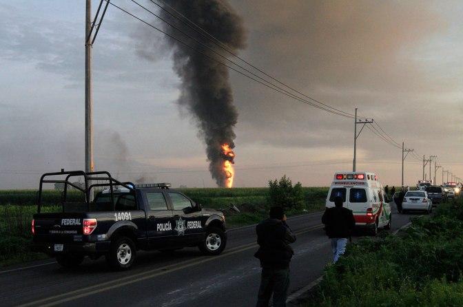 Explosión en ducto Pemex en sur México deja un muerto y cinco heridos