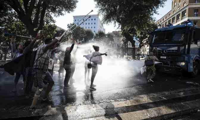 Consternación en Italia tras la violenta evacuación de refugiados en Roma